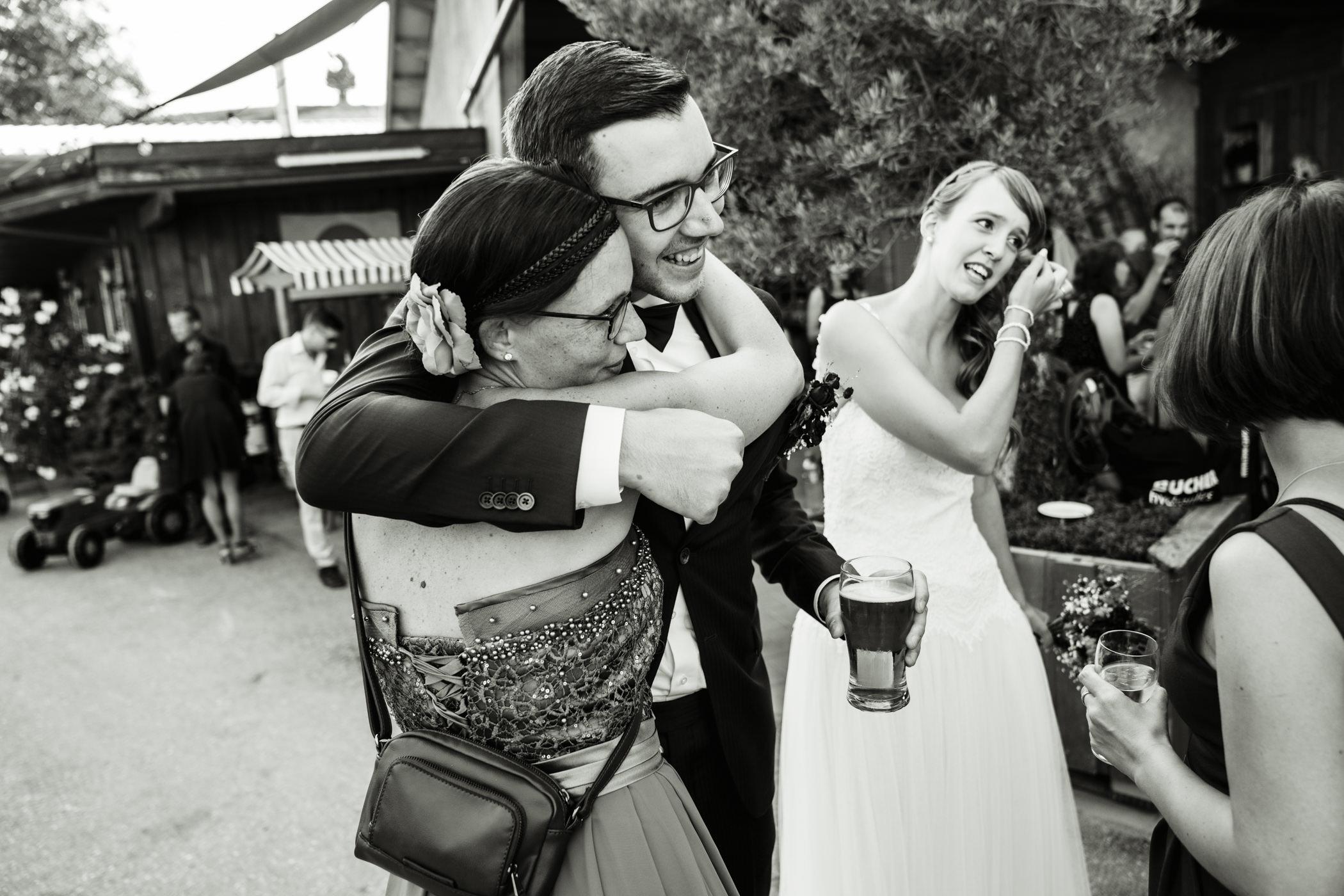 Gratulationen für das Brautpaar auf der Highland Ranch Gurten