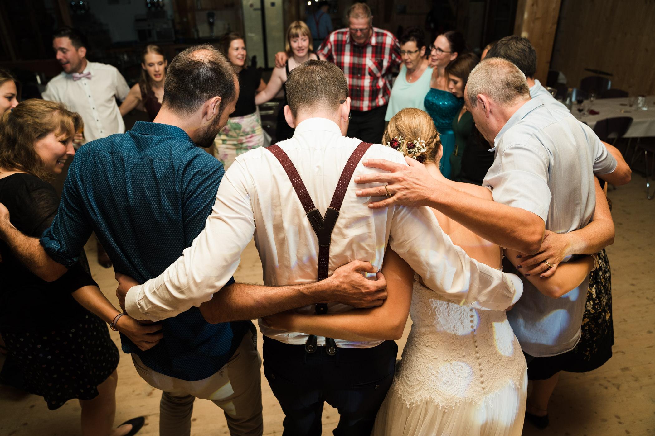 Hochzeitsgesellschaft macht Party Highland Ranch Gurten