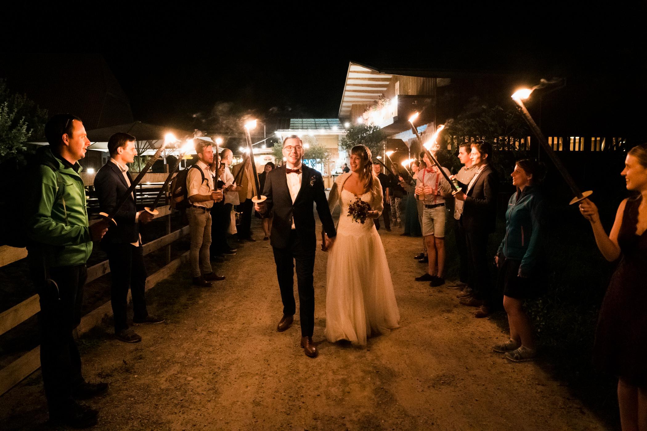 Nachtwanderung der Hochzeitsgesellschaft von Gurten